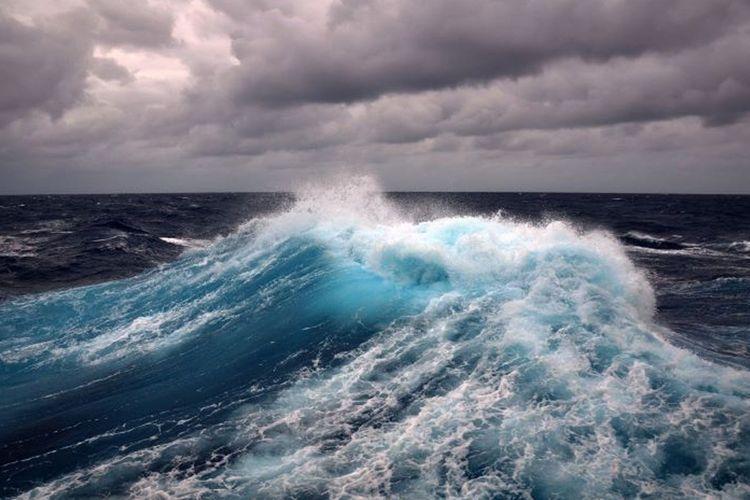 Высота волн в Каспии достигла 3 метров  - ФАКТИЧЕСКАЯ ПОГОДА