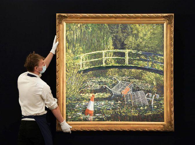 Картину Бэнкси «Покажи мне Моне» продали за $10 млн менее чем за десять минут