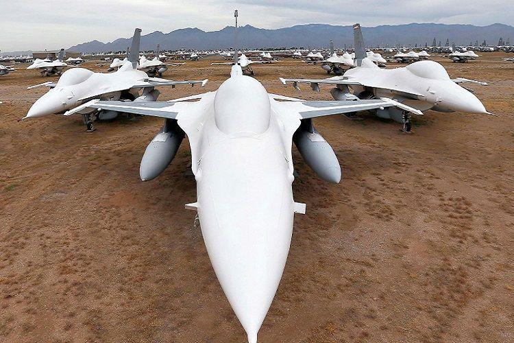 США намерены подарить Болгарии два списанных истребителя F-16