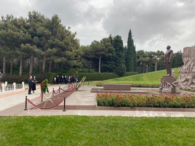 Главный омбудсмен Турции посетил могилу Гейдара Алиева