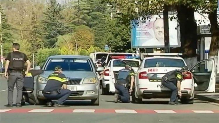 Gürcüstanda banka silahlı basqın edən şəxsin axtarışları davam etdirilir