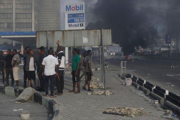 В ходе протестов в Нигерии сожжены 11 полицейских участков