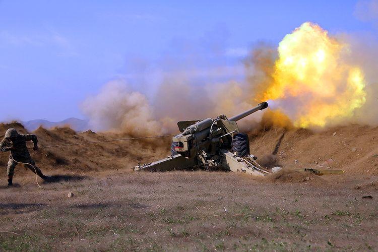 MN: Artilleriyaçılarımız düşmənin atəş nöqtələrinə dəqiq zərbələr endirməyə davam edir - VİDEO