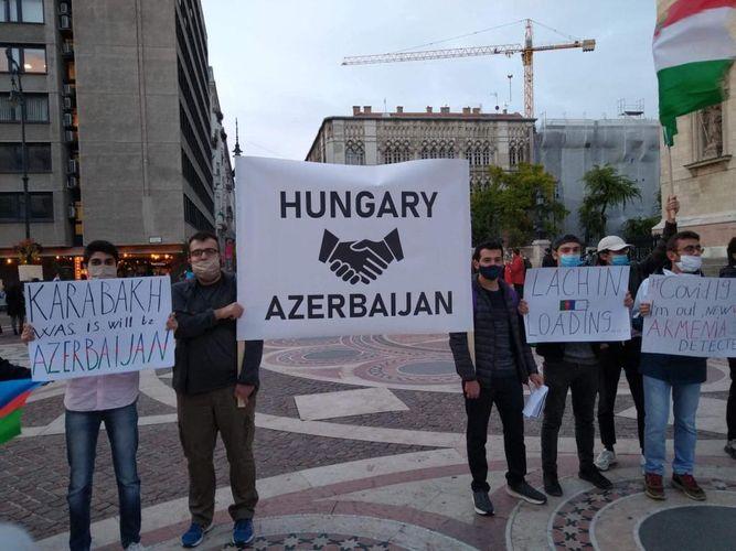 Budapeşt şəhərində Gəncə terroruna etiraz aksiyası keçirilib