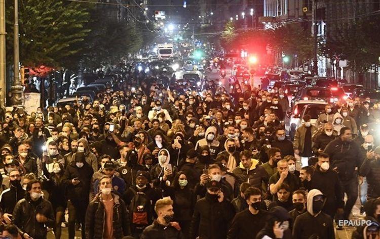 В Неаполе акция протеста против ограничительных мер переросла в столкновения с полицией