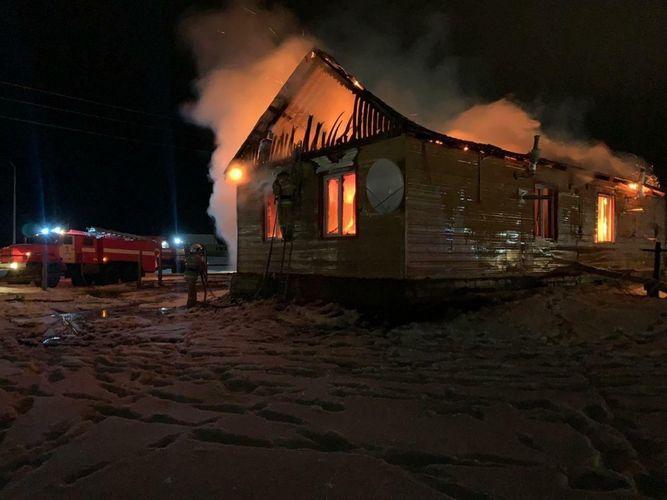 В России женщина и четверо детей погибли при пожаре в частном доме