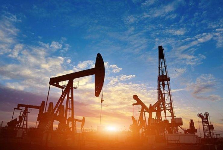 Azerbaijani oil price slightly decreases