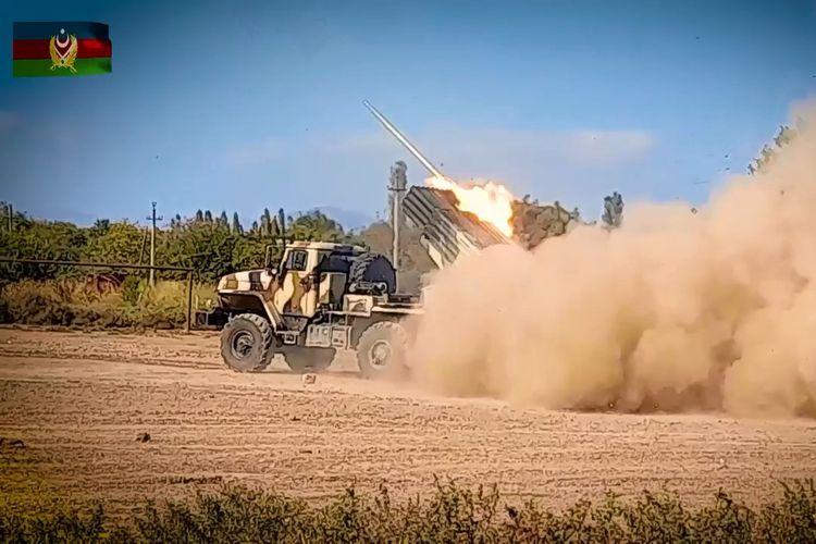 Минобороны: Артиллерийские подразделения Азербайджанской Армии продолжают наносить сокрушительные удары по противнику - ВИДЕО