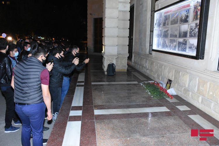 Перед посольством РФ в Баку почтена память 13-летнего гражданина России, ставшего жертвой армянского террора в Гяндже  - ФОТО