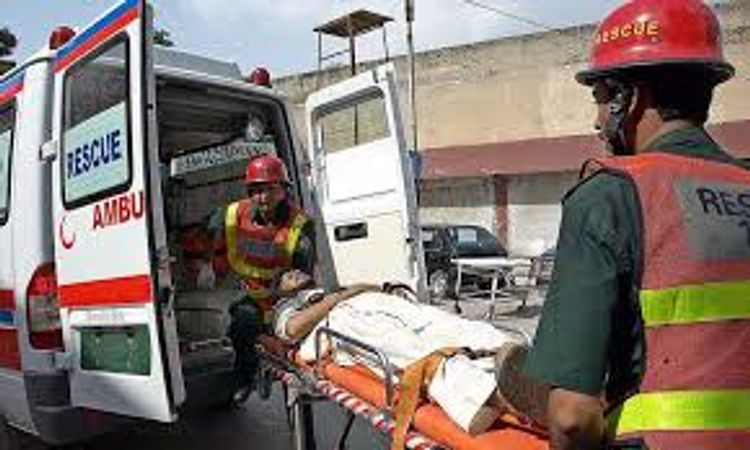 8 killed, 4 injured in road accident in Pakistan