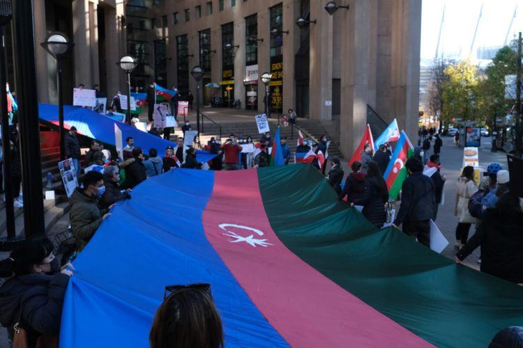 Kanadada Gəncədəki terror aktlarına etiraz olaraq yürüş keçirilib