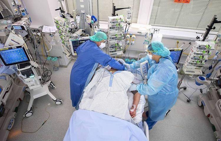 Во Франции впервые выявили более 50 тысяч случаев заражения коронавирусом за сутки