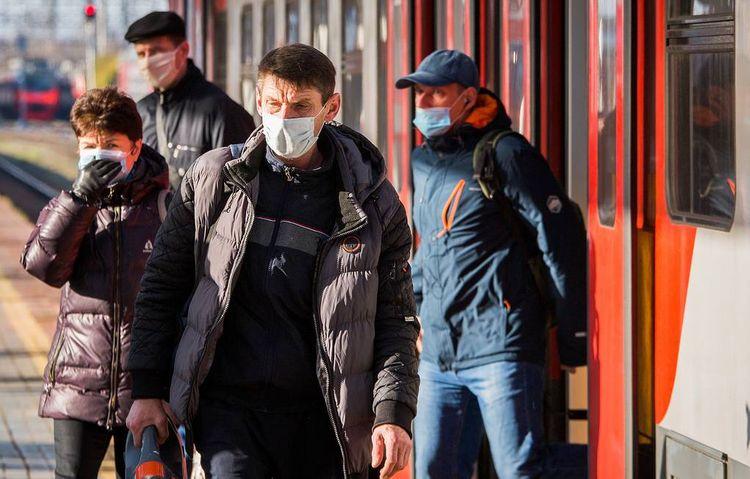Россиянам предписали носить маски в местах скопления людей
