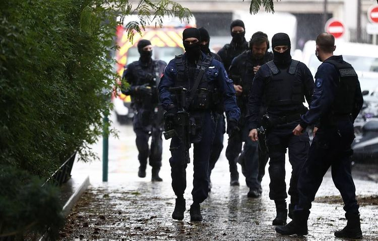 В районе Триумфальной арки в Париже проводится эвакуация из-за угрозы взрыва