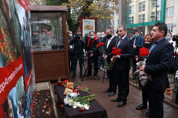 В Молдове почтили память жертв ракетного удара Армении по Гяндже - ФОТО