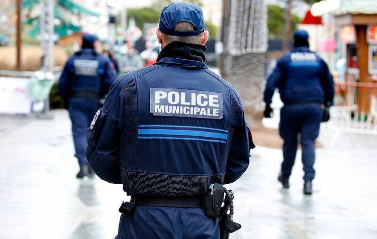 В Ницце вооруженный ножом неизвестный напал на людей