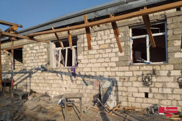 Ermənistan silahlı qüvvələri Ağdamda yaşayış evlərini raket atəşinə tutub - FOTO