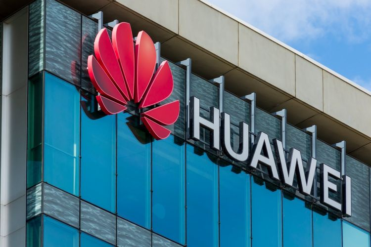 """""""Huawei"""" smartfonlarının qlobal satışları 23% azalıb"""
