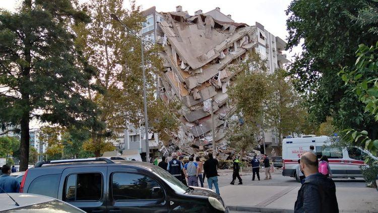 Турция заявила о готовности помочь Греции после землетрясения