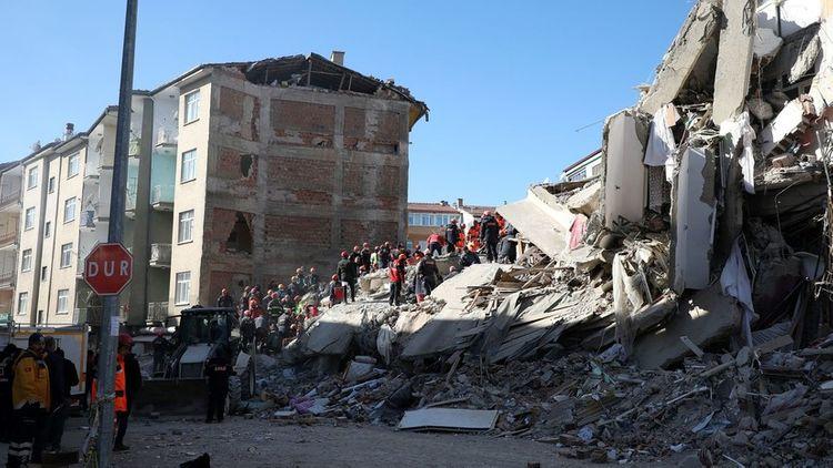 Франция предложила Турции помощь после землетрясения