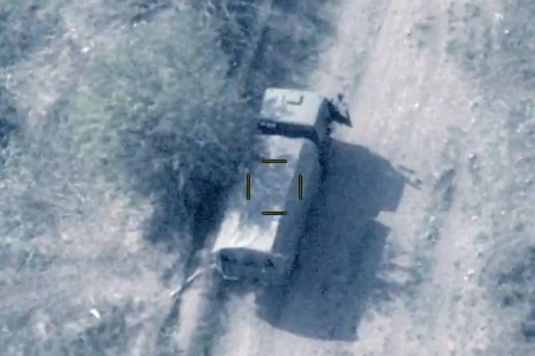 MN: Düşmənin kəşfiyyat-diversiya qrupu məhv edilib və iki hərbi nəqliyyat vasitəsi sıradan çıxarılıb - VİDEO