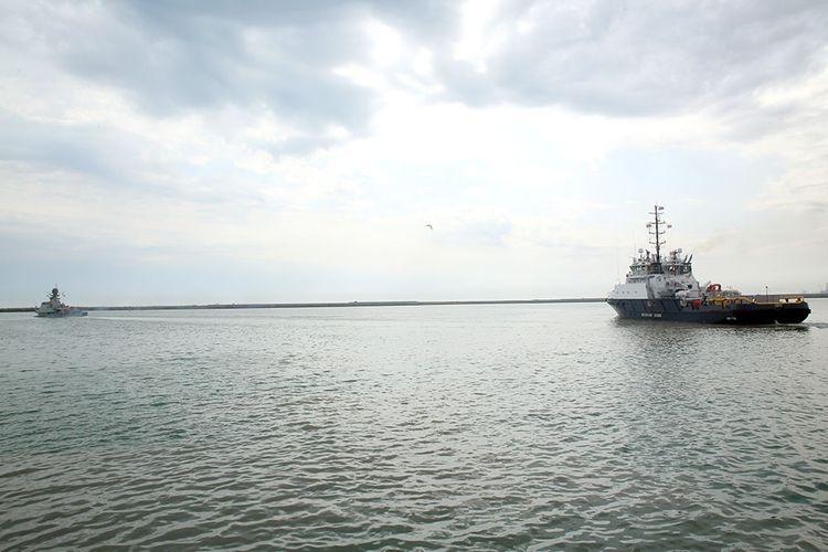 Rusiya hərbi gəmiləri Bakı limanını tərk edib - <span class='red_color'>VİDEO</span>