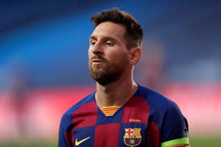 Lionel Messi returns to Barcelona training ground