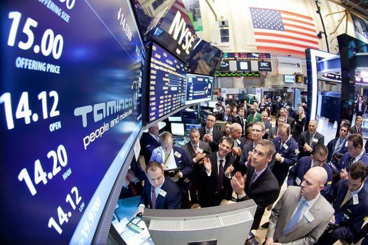 Tesla (TSLA) crashes, announces completion of capital raise