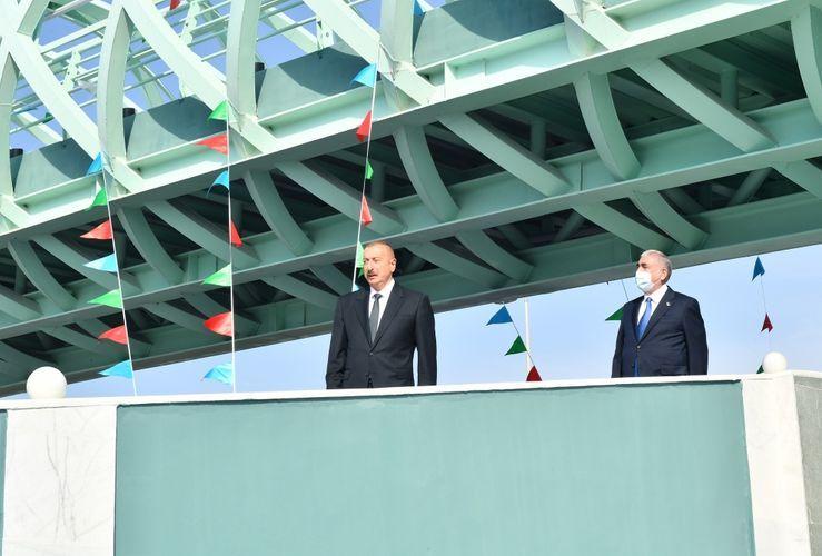 Президент Ильхам Алиев принял участие в открытии надземного пешеходного перехода в Баку - <span class=