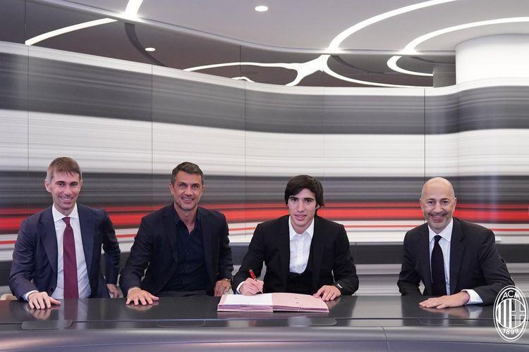 AC Milan confirm €10m loan move for Tonali