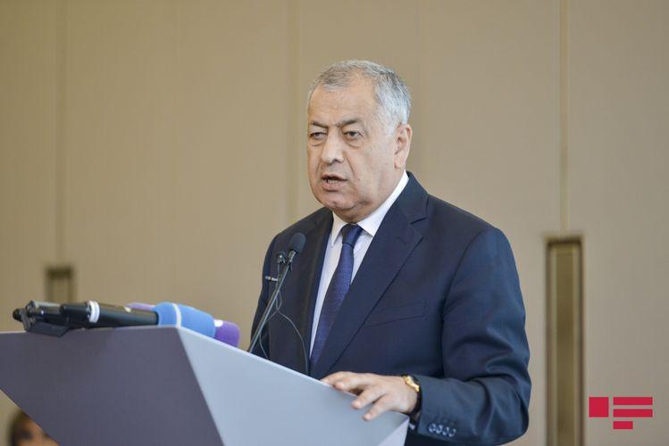 """Deputat: """"Azərbaycanda Azərbaycan dilindən başqa bütün dillərdə reklam var"""""""