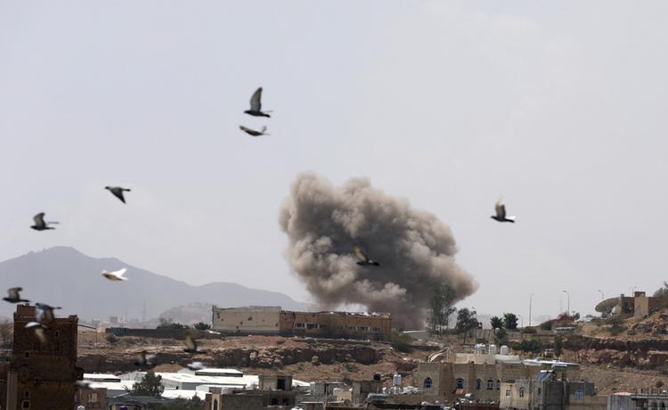 Saudi coalition in Yemen launches air strikes in Sanaa