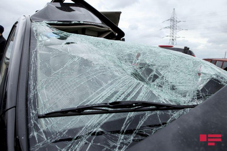 Ağdaşda avtomobil aşıb, 4 nəfər xəsarət alıb