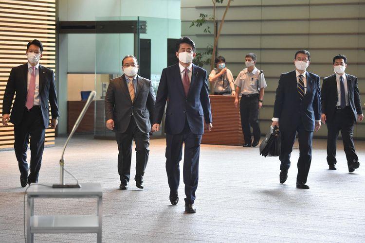 Japanese Prime Minister Shinzo Abe officially resigns