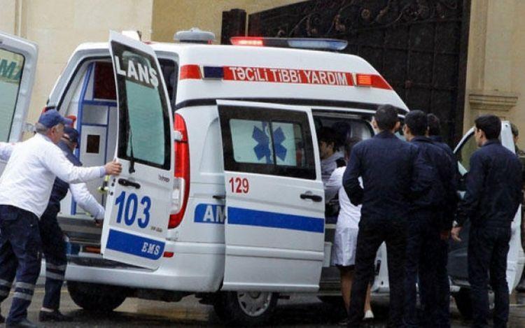 В Гяндже автомобиль сбил пешеходов, один из них погиб, второй госпитализирован