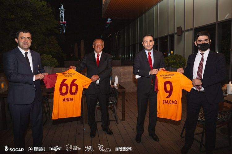 Senior officials of Neftchi and Galatasaray football clubs meet