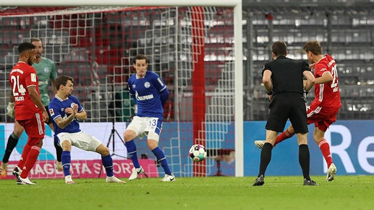 «Бавария» забила восемь безответных мячей в матче с «Шальке»