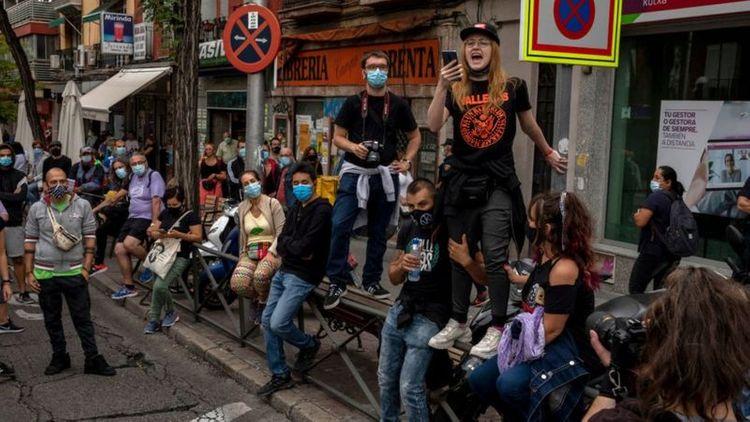 Hundreds protest against localised Madrid lockdowns