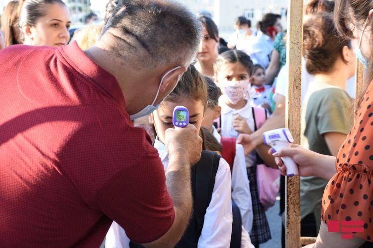 В Азербайджане с начала учебного года у 121 человека, включая 95 учащихся и 26 работников,  выявлен коронавирус