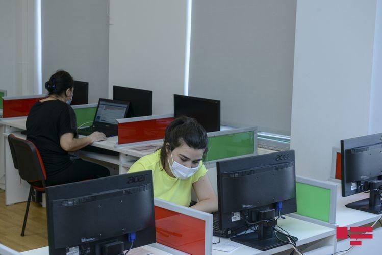 В Баку 4 класса переведены на дистанционное обучение из-за выявления коронавируса