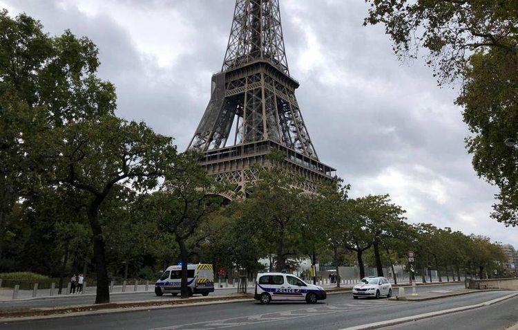 Эйфелеву башню закрыли из-за угрозы взрыва