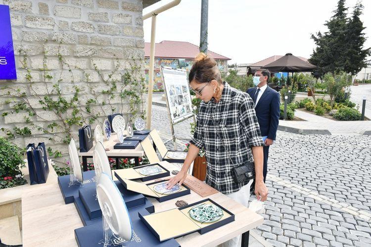 Президент Ильхам Алиев и первая леди Мехрибан Алиева ознакомились с работами по благоустройству в поселке Балаханы - <span class='red_color'>ОБНОВЛЕНО</span>