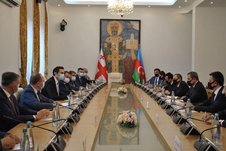 Ceyhun Bayramov Gürcüstan parlamentinin sədrinin müavini ilə görüşüb