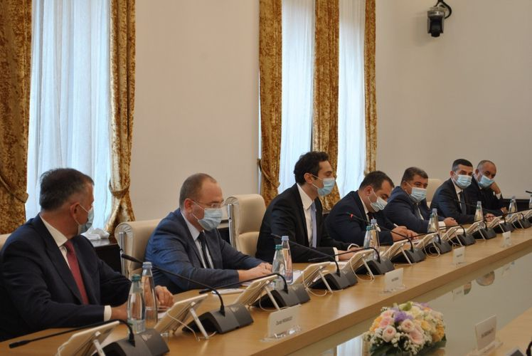 Azerbaijani FM meets with deputy chairman of Georgian parliament
