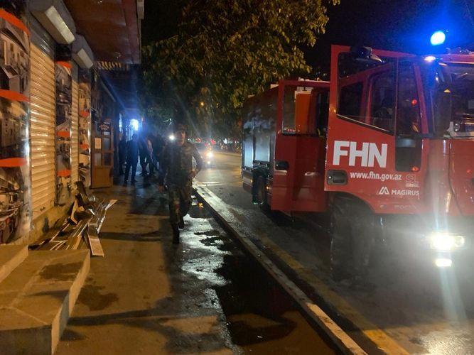 В одном из пабов Баку произошел пожар, посетители эвакуированы  - <span class='red_color'>ФОТО</span>