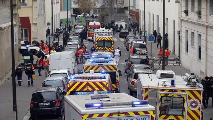 Неизвестный напал с ножом на прохожих в Париже