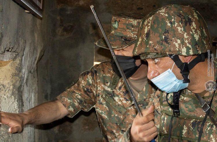 Начальник Генштаба ВС Армении прибегает к этому варианту для устранения упадка духа среди солдат - <span class='red_color'>ФОТО</span>