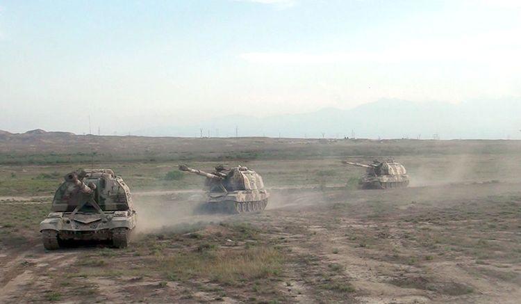 """Azərbaycan Ordusu """"Msta-S"""" özüyeriyən haubitsalardan döyüş atışları həyata keçirib - <span class="""