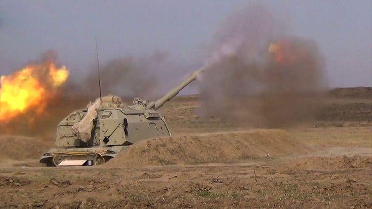 """Azərbaycan Ordusu """"Msta-S"""" özüyeriyən haubitsalardan döyüş atışları həyata keçirib - <span class='red_color'>VİDEO</span>"""