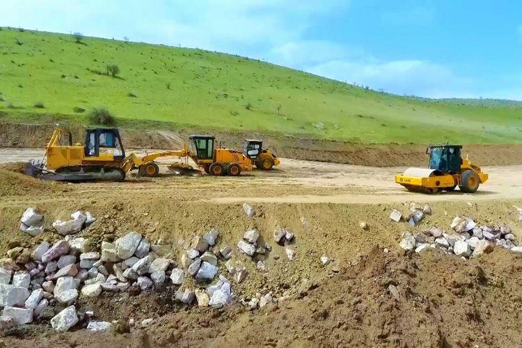 Hadrut-Cəbrayıl-Şükürbəyli yeni avtomobil yolunun tikintisi davam edir
